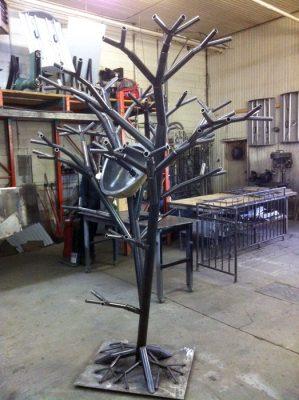 Ceci est une réalisation d'un arbre en lavabo fait par Enfer Design, fabricant d'éléments sur mesure